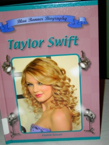 Taylor Swift Blue Banner Bio (Mitchell Lane)