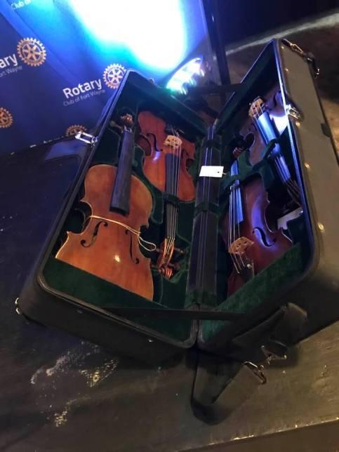 VOH 2019-violins in case